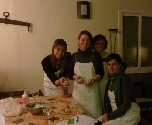 Sandra, Lidia, Cris y Anabel, en el taller de pan.